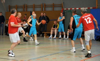 Basketball Ü55 BG Hagen - VFL Osnabrück BG in Blau Nr.6 Richard Wiechetek (Foto.Richard Holtschmidt)