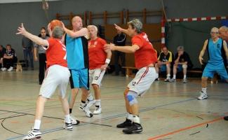Basketball Ü55 BG Hagen - VFL Osnabrück BG in Blau Nr.13 Martin Stüwer (Foto.Richard Holtschmidt)