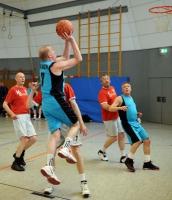 Basketball Ü55 BG Hagen - VFL Osnabrück BG in Blau Nr.7 Eberhard Trappe (Foto.Richard Holtschmidt)