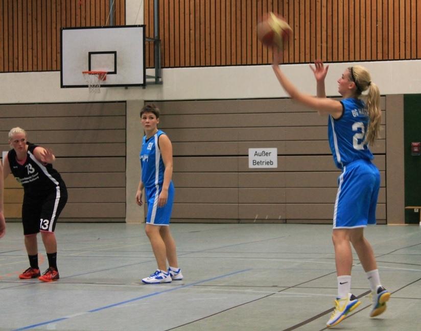 Sabrina Wisniewski #81 zeigte sich treffsicher von der Dreipunktlinie; Anna-Lisa Asmus #24 von der Freiwurflinie