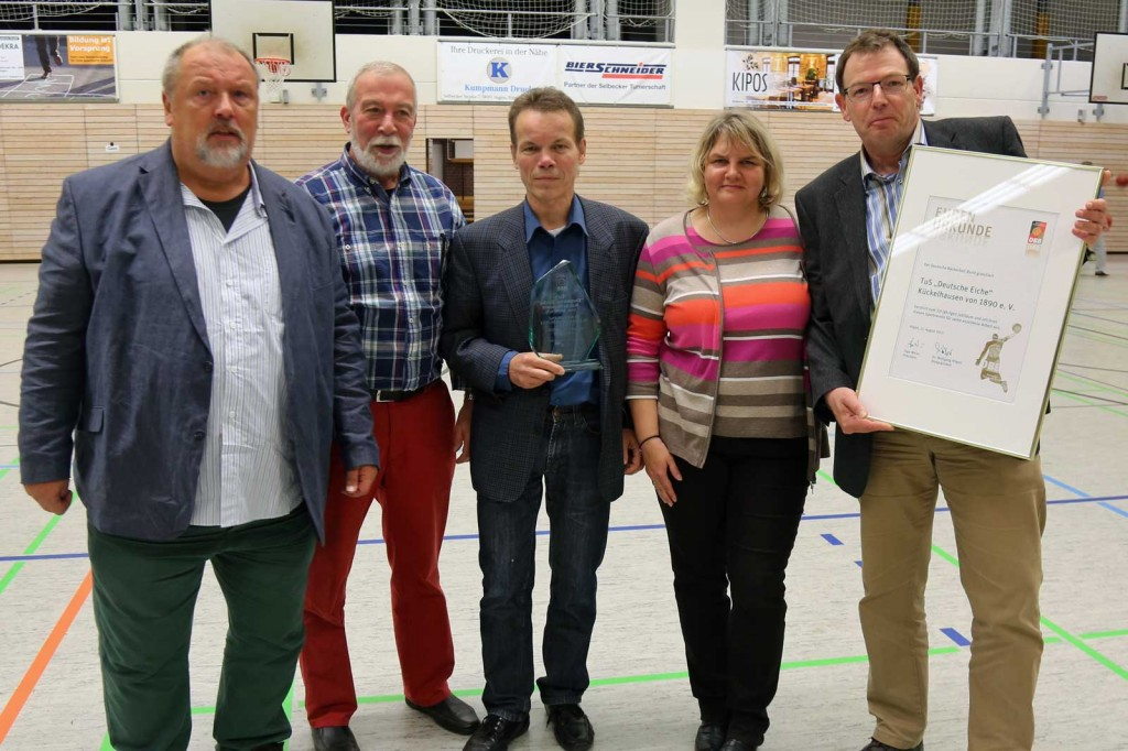 Auf dem Fotos von links nach rechts: BG-Boss Fredi Rissmann, WBV-Vize Wolfgang Mohr, DEK-Vors. Roland Baltuttis, DEK-GF Jutta Pusch, DEK-Kassierer Harald Pusch Foto: Jörg Laube