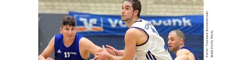 Moritz Krume (li.) und BG-Teamkollege Greg Ktistos hatten gegen Schalke um Nino Janoschek im Spitzenspiel der 1. Regionalliga das Nachsehen.